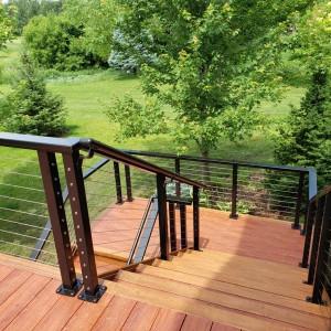 Elegant deck railing